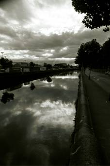 The River Liffey, looking upstream.(c)2004 Megan O'Beirne